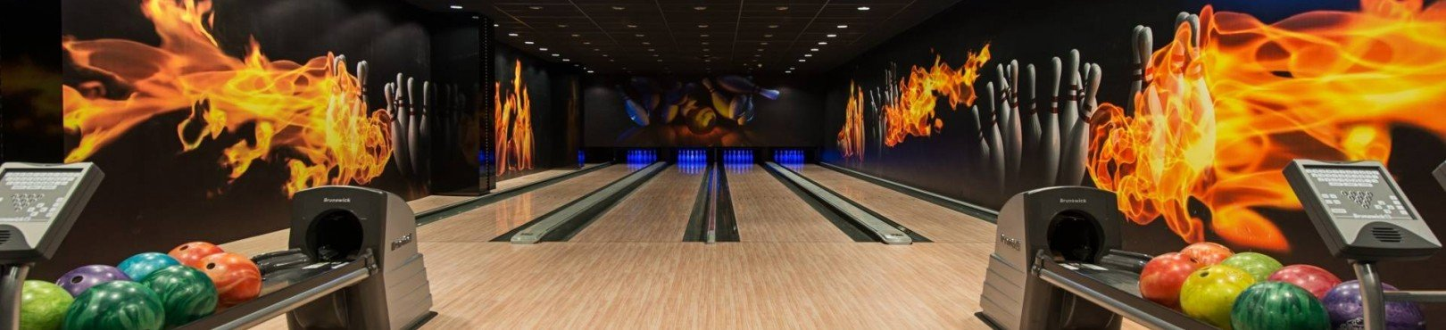 <h4><a href='/en/attractions/bowling-alley' >BOWLING ALLEY</a></h4><div class='item-intro'>In the entertainment zone of Club 77, on floor -2, one of the more interesting highlights of our Hotel is placed. We offer you four professional, fully automated, computer-controlled bowling aisles where we hold tournaments, as well as business and special...</div><div class='item-link'><a class='btn-portal' href='/en/attractions/bowling-alley' >Read more</a></div>